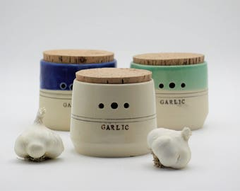 Ceramic garlic jar, housewarming gift, ceramic kitchen canisters, garlic jar, pottery garlic jar, handmade ceramics, garlic keeper