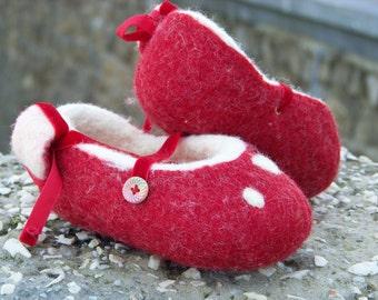 Natural Wool red dancers
