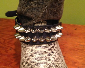 Two row tall cone studded bootstrap