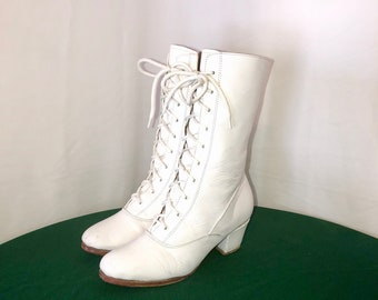 Sz 7.5 Vintage White Genuine Leather 1990s Women Lace up The Front Zip Up Mid Calf Boots.