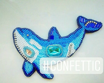 A killer whale suspention/brooch