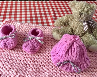 Baby booties and hat newborn set