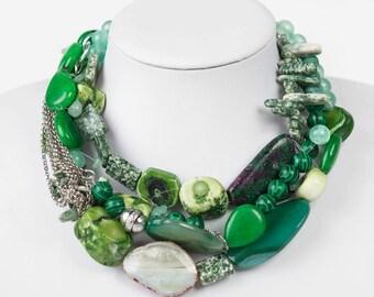 Nacklace 50 shades of green
