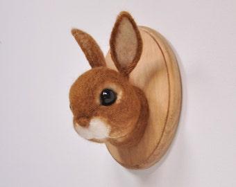 Bruin konijn - Faux taxidermie - naald vilten muursteun