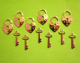 6 Prs. Goldplated 23mm Lock and Key Charms
