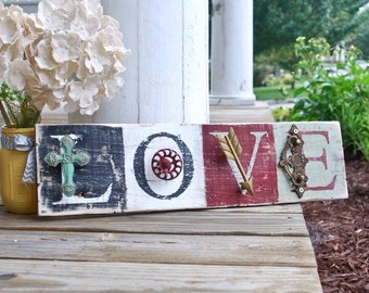 Rustic love pallet sign. Weddings, wedding sign, wedding decor, country wedding, farmhouse decor, signs, wall decor, anniversary, wedding