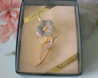 Vintage VENDOME (Coro) Dusty Lavender Enamel FLOWER Brooch Pin UNWORN Original Box