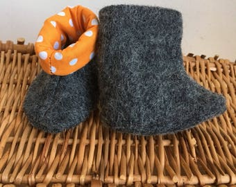 Newborn Felted booties / Soft booties/Boiled wool Booties /Dark Grey lined baby Shoes/ Baby gift/ Stay on Booties