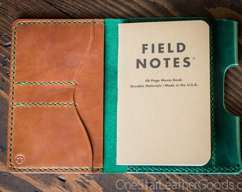 """Field Notes wallet with pen sleeve """"Park Sloper Senior"""" Horween Chromexcel leather (fully stitched top) - green / chestnut"""