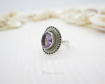 13 carats Elegant Oval shape Amethyst Sterling Silver Ring (Size 9)