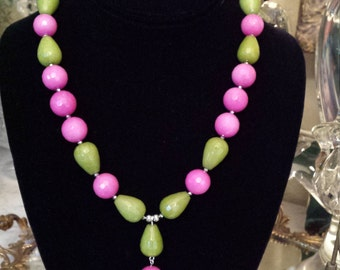 One strand jade necklace with center drop
