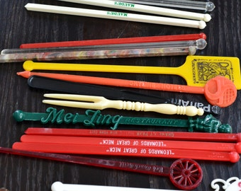 Lot of Vintage Drink Stirs Swizzle Sticks Lowball Drink Stirs Souvenir Bar Restaurant Drink Stirrers Coloful Plastic Drink Stirs Variety