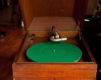 Victrola phonograph with hard to find cabinet