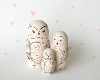 OWL ALWAYS LOVE_U set of 5 black and white wooden handpainted russian nesting dolls / matryoshka dolls / babushka dolls