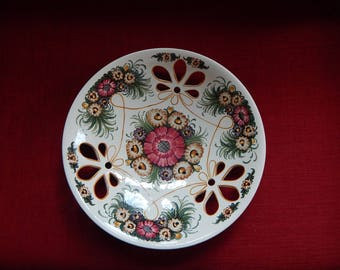 Hand-painted Polish decorator hanging Plate: 14x3, pink daisy