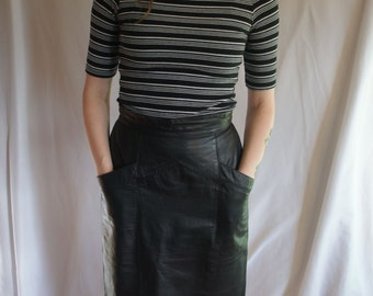 Vtg Black Leather high waisted skirt w/ pockets, 80's /90's,