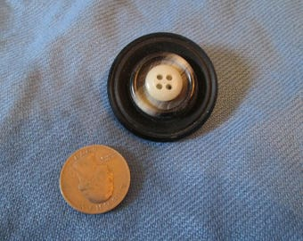 Vintage button pin/brooch Black, gray, off white