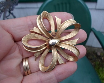 Vintage Gold Tone Flower Pin/Brooch Brushed Look Shiny Made by Pell Textured 1950s to 1960s