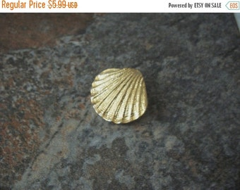 ON SALE Vintage Gold Tone Textured Sea Clamp Metal Pin 20217