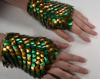 Armor Gauntlets in knitted Dragonhide Scalemail Green and Bronze