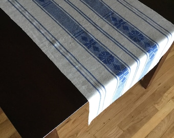 Madagascar snowflake patterned handwoven table runner