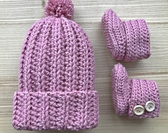 Baby bobble beanie and bootie set (pale rose)