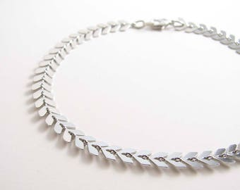 Silver Chevron Anklet ~ Arrow Anklet ~ Fishbone Anklet ~ Foot Jewelry ~ Summer Jewelry ~ Bridesmaid Gift ~ Beach Wedding