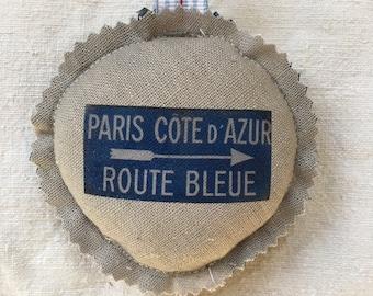 """Porte-clés rond """"Paris Côte d'Azur"""" en lin gris et coton bleu"""