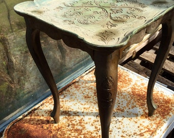 Vintage ornate Italian nesting table//plant stand//display table//end table