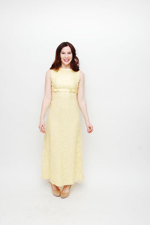 Jahrgang 1960 Kleid gelb klein Spitze Abschlussball