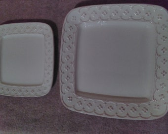 Home Essentials And Beyond Petit Fleur Collection 2 Serving/Dinner Plate Set
