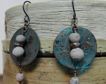 Oxidized copper earrings - earrings - copper oxyded - beads old terracotta - old beads - round pendant.