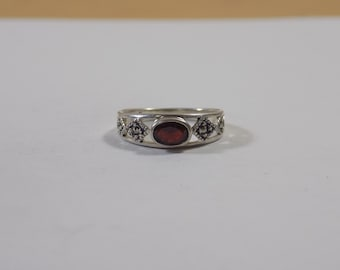 Beautiful sterling silver and garnet midi ring size 6
