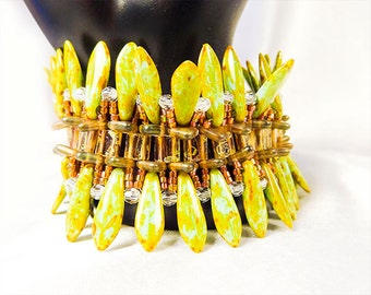 Green bracelet, green jewelry, dagger bracelet, dagger jewelry, green daggers, dagger beads, triangle beads, crystals, seed beads