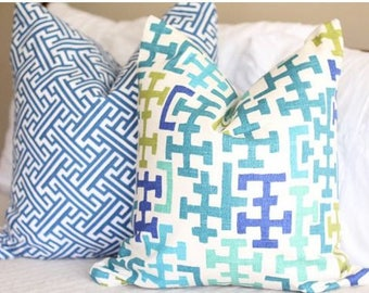 richloom sinclair pillow covers // dorothy draper inspired // bright decor // tory burch inspired // t print pillow // chinoiserie decor