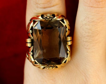 Large 14 kt Smoky Topaz Ring