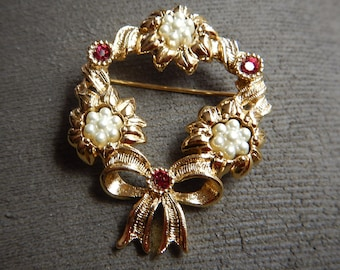 Wreath Gold Plated Brooch Pin  Vintage Pearl Brooch  Garnet Rhinestone Brooch Pin. Bow Brooch Pin. Wreath  Brooch Pin.