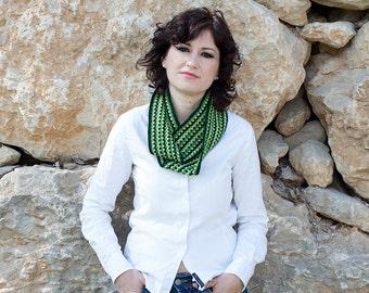 Fashion crochet infinity scarf, green snood