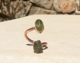 Peridot Ring, Raw Peridot Two Stone Copper Ring, Two Gemstone Ring, Curly Ring, Double Stone Ring, Rough Peridot Ring, Birthstone Ring