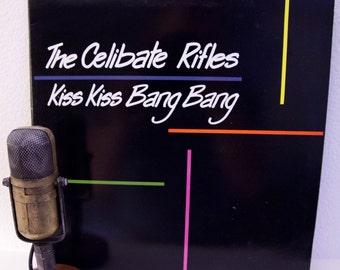 EN vente le célibat fusils Vintage Vinyle LP Record Album des années 1980 australienne Punk Rock Indie Garage Rock Live Lp de Cbgb («Kiss Kiss Bang Bang»