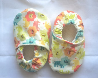 сute lions shoes lion baby shower gift lions baby shoes lions clothing safari baby shoes safari booties lions booties lion baby lion booties