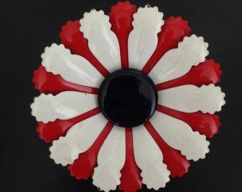 Vintage 1970s enamel brooch pin flower design