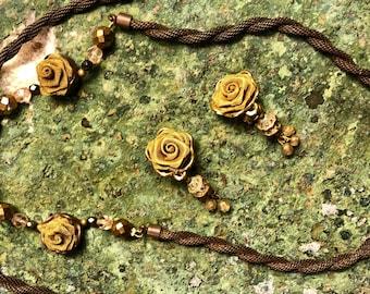 Beautiful Art Deco 1940s Brass Metal Mesh Rose Motif Vintage Necklace Earring Set Art Deco Jewelry