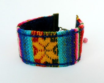 Textile andean wristband, Folk Bangle, Ethnic bracelet, Multicolor Aguayo weave, Unisex cuff, Tribal colorful accessory geometric design