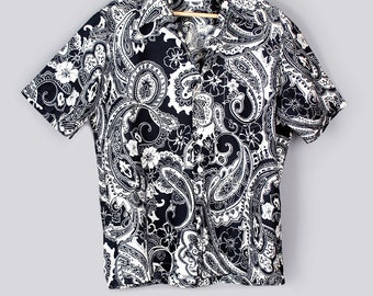 "Vintage Mens Hawaiian Print Shirt by ANDRADE, Black & White, 1950's, 60's, Short Sleeve, Size: 42"" Chest"