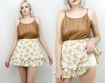60s High Waisted Mini Skirt with Built In Shorts, White with Yellow Roses, Ruffled, Size Small, 26 Waist, Skort, Summer, Cotton, Girly