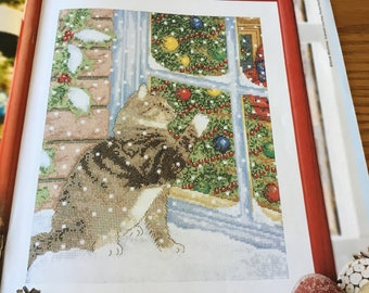 CHRISTMAS CAT VISTOR - Cross Stitch Pattern Only