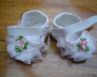 90mm White Laced Baby Doll Shoe AL18/1