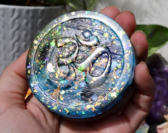 Orgonite® - Ohm - Om Symbol - Charging Plate - Handmade - Orgone Generator® - Crystals - Gift - EMF Protection - Quartz - HoodXHippie