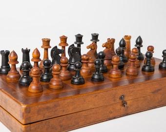Antique handmade wooden chess set with original folding board, Staunton pattern, King 6,5 cm.